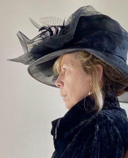 linda-leslie-hat